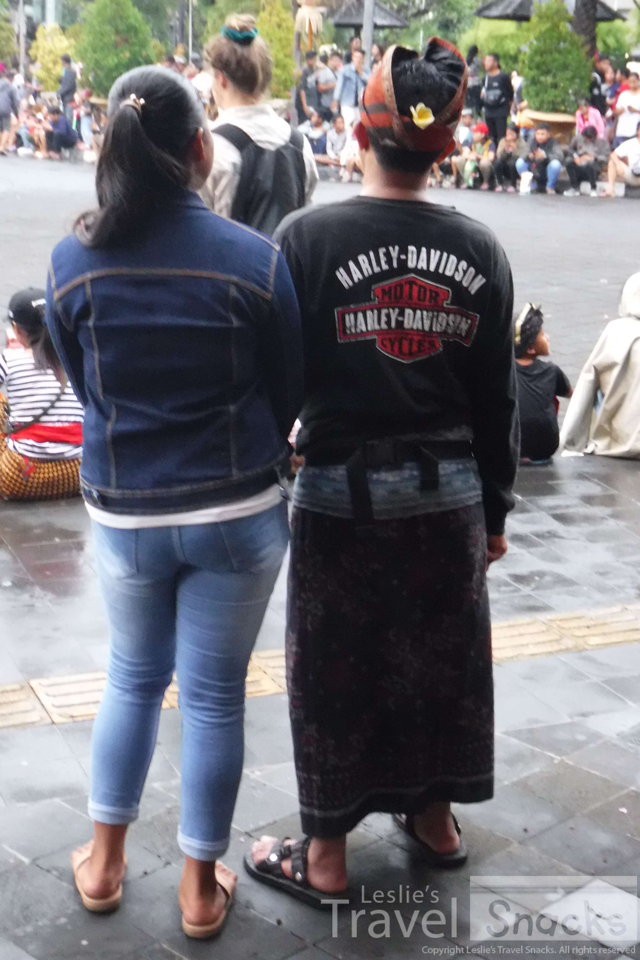 I love men in sarongs. I especially love this one with a Harley shirt! LOL