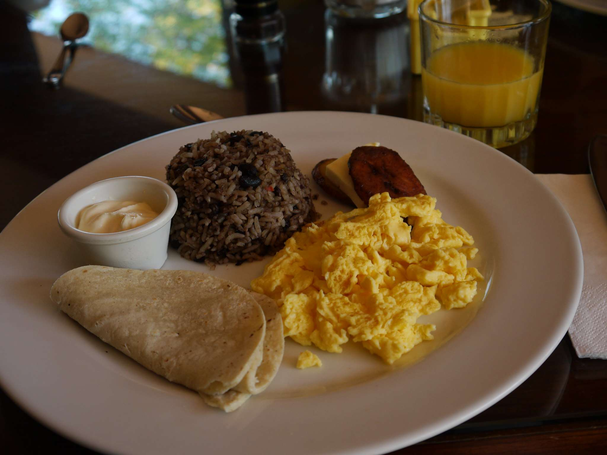 Typical breakfast with gallo pinto.
